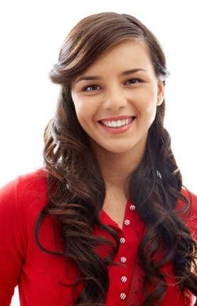 Młoda uśmiechnięta dziewczyna