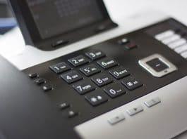 Wirtualna centrala telefoniczna w firmie – czym jest i jakie są zalety tego rozwiązania